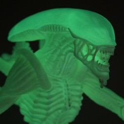 D6922 - DAMAGED BOX - ALIEN - FIGURINE ALIEN PHOSPHORESCENTE
